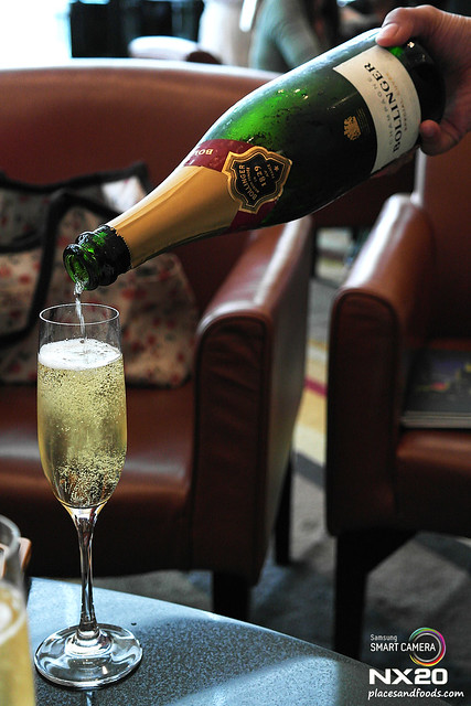Cosmos Lounge Champagne