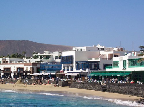 Playa_Blanca_Town_Promenade_and_Beach_01