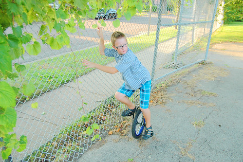 day 2979: first day of unicycle lessons! II.