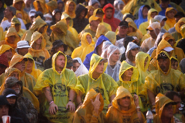 PHOTO GALLERY: Dancing in the rain | Missouri 62
