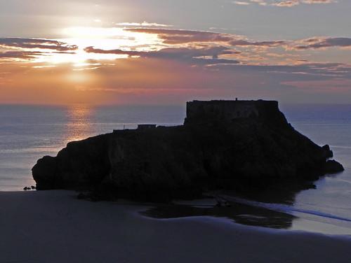 uk sea sun beach wales clouds sunrise coast pembrokeshire tenby stcatherinesisland akwsn