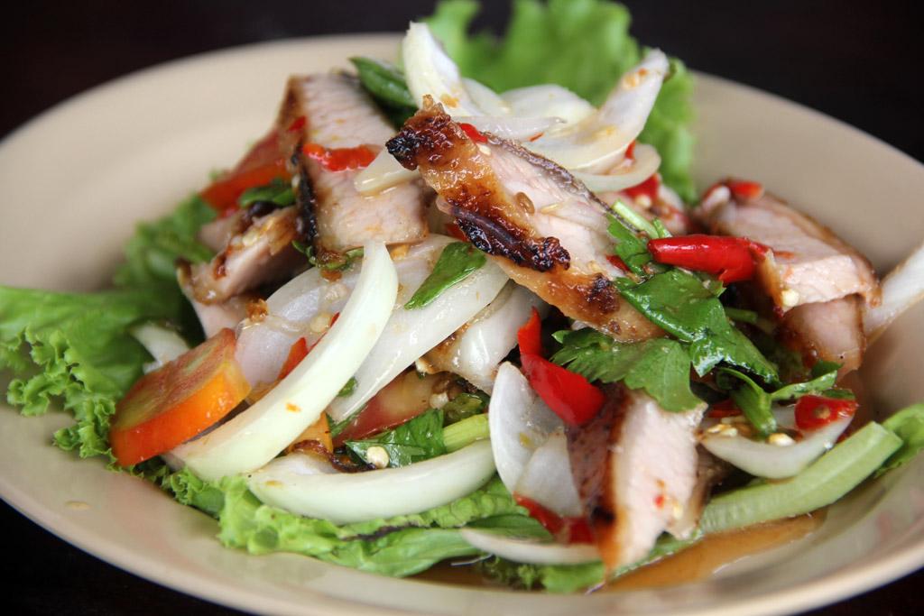Food Photo: Thai Grilled Pork Neck Salad (ยำคอหมูย่าง)