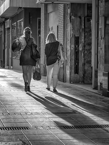 ... y sus sombras by Andrés Ñíguez