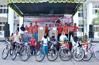 Pelepasan Balon Tanda Dimulainya Jalan sehat dies natalis ke 61 UIN Sunan Kalijaga Yogyakarta