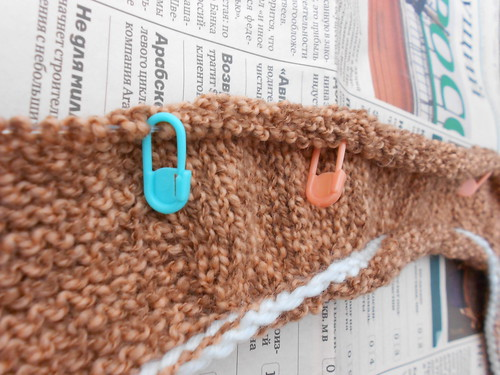 размеченный замочками носок