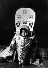 Porta-bebes-amerindi-1911-405x570