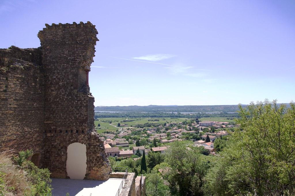 provence village chateauneuf du pape castle ruins 3