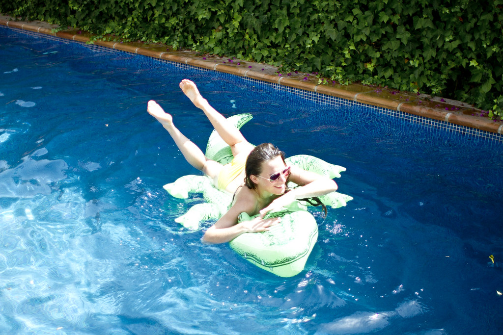 floating_pool_toys_alligator_3