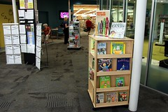 Read and Earn a Piggy Bank Display