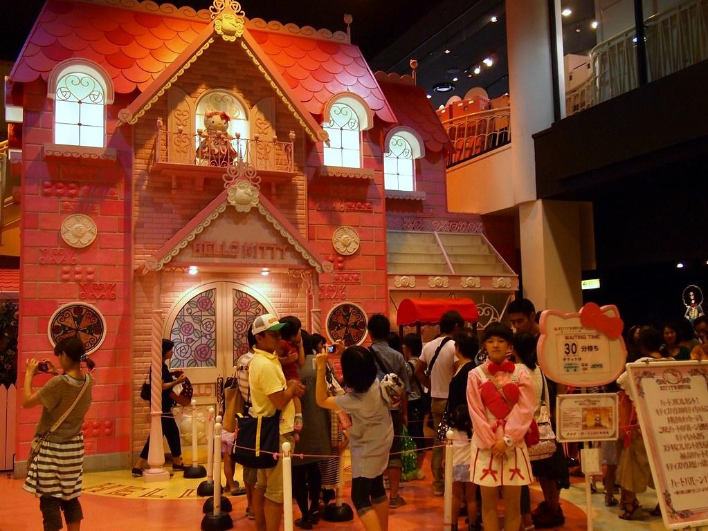 Visiting Hello Kitty at Sanrio Puroland, Tokyo