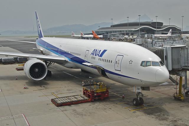 ANA Boeing 777-300ER; JA736A@HKG;05.08.2012/671eb