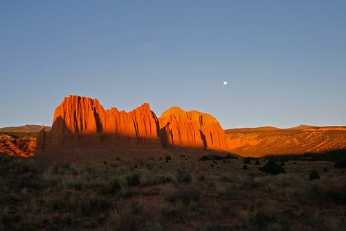 15fav usa sunrise landscape utah sandstone day fullmoon clear capitolreef cathedralvalley 100vistas instantfave ashotadayorso orig:file=20121001eos30d22824