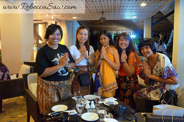 rebecca and thai journalists - taraas beach and spa resort