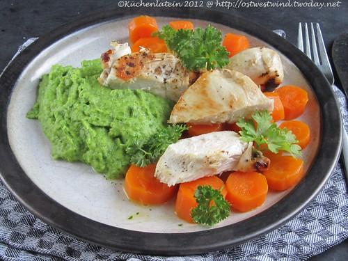 ©Koriander-Erbsenpüree mit Butter-Möhrchen und Hähnchen (1)