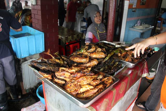 8053216264 50e372ff20 o Ikan Bakar   Malaysian Grilled Seafood Worthy of a Pilgrimage