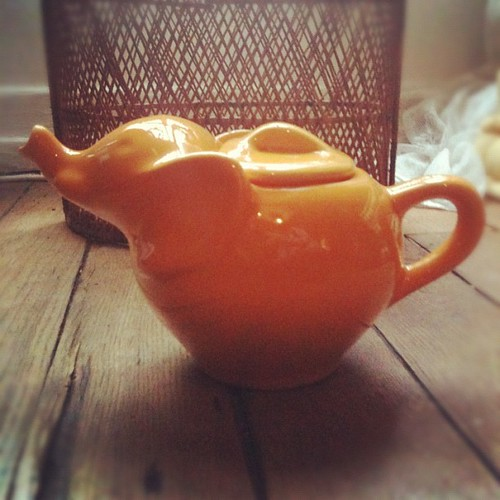Another wonderful treasure: an elephant teapot yellow by la casa a pois