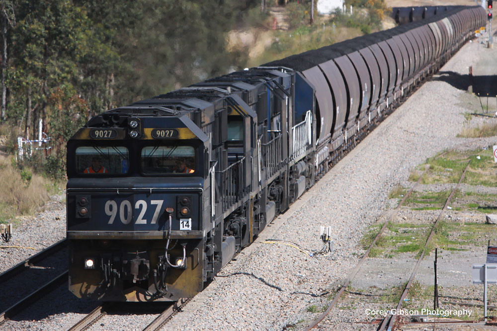 9027, 9014 & 9007 rolls into Branxton by Corey Gibson