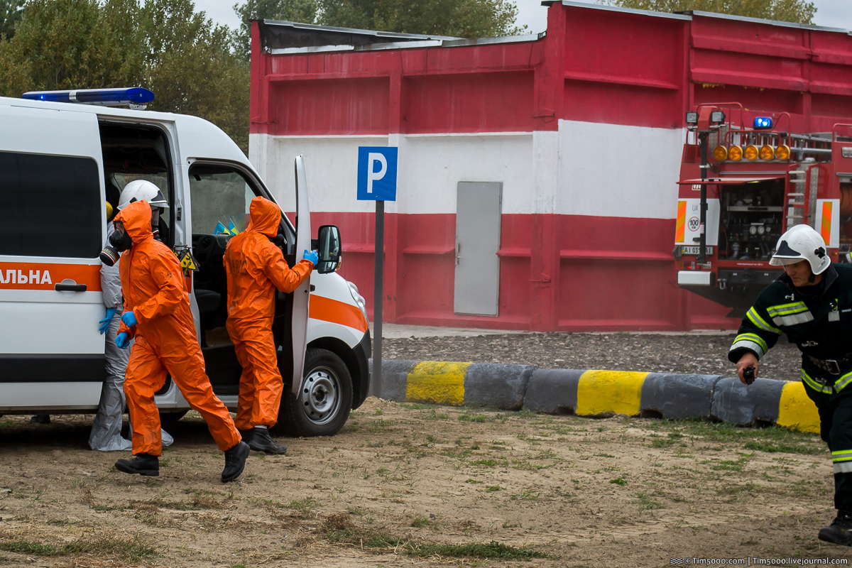 Спасатели Мобильного спасательного центра ГСЧС Украины