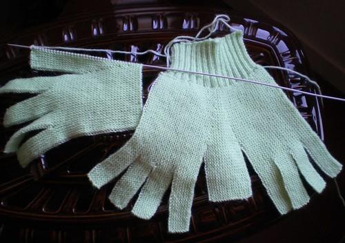 Tricot facile et rapide gants de laine pour adultes au - Comment tricoter des mitaines avec doigts ...