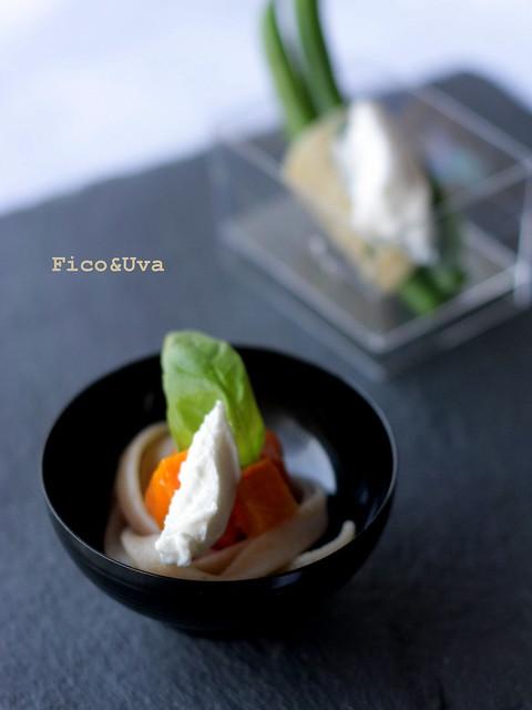 Tagliatelle con carote all'aceto balsamino e cumino, basilico e quenelle di caprino