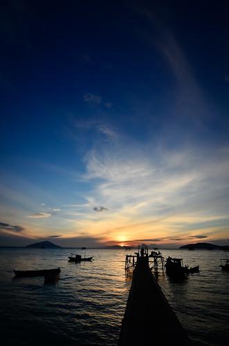 sunrise indonesia dawn pier boat tokina borneo kalimantan 1116 d7000