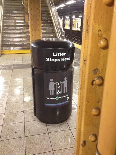 地下鉄のゴミ箱。