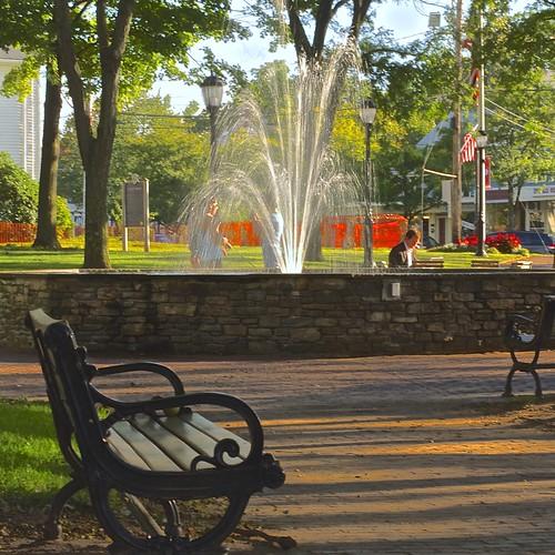 trees people fountain sunshine bench shade benches supershots pjddigipic centergreenglastonburyct