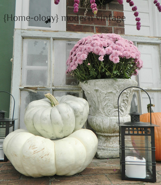 early fall front door via homeologymodernvintage.com