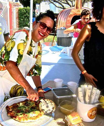nancy silverton cuts a mozza pizza