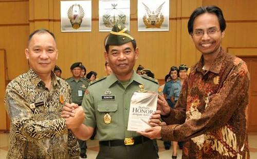Supadiyanto, Dosen dan Alumni Jurusan KPI Fakultas Dakwah UIN Sunan Kalijaga Yogyakarta Luncurkan Buku Berburu Honor dengan Artikel