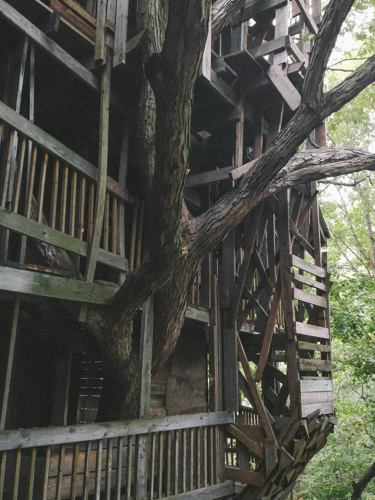 Minister's Treehouse: Biggest Treehouse in the US
