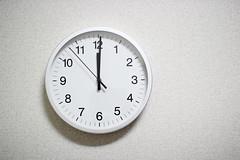 時間の印象が変わる時計 - 無印良品のアルミウォールクロック