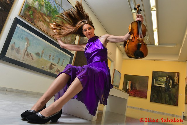 Viola player in a Gallery