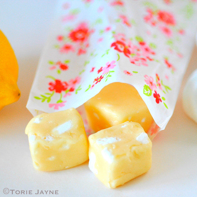 lemon meringue flavour fudge using lemon curd and meringue pieces