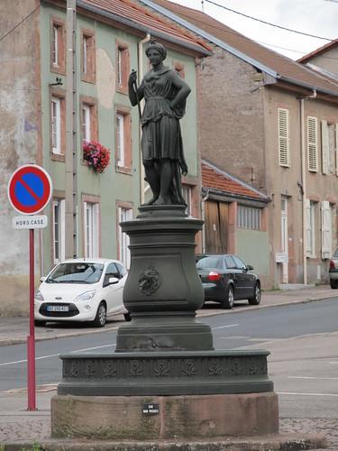 fontaine et monument raon l'etape 032