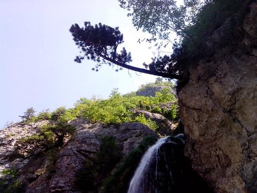 La cascata di Thethi by Ylbert Durishti