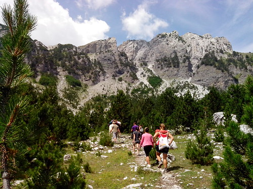 Verso la cima della montagna by Ylbert Durishti