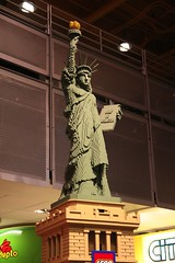 "Lego Statue of Liberty @ Toys ""R\"" Us"