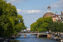 Vue sur le Canal Singel depuis le Pont Torensluis