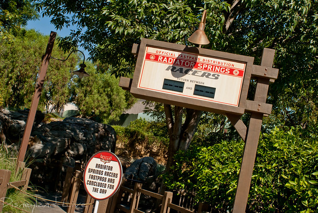 Radiator Springs Racers Forward Fastpass Distribution