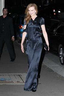 Nicole Kidman Satin 90211_spl189010_012-419x628