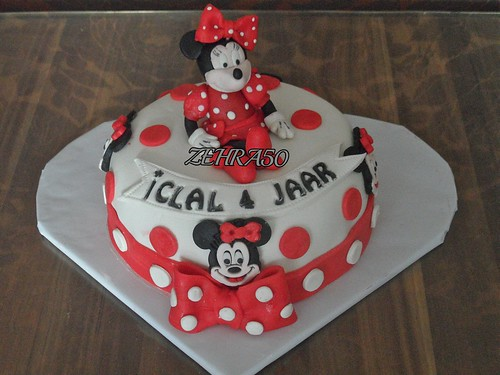 minnie mouse taart,minni mouse yaspasta.. by zehra50mutfakta