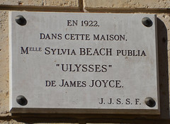 Photo of James Joyce white plaque