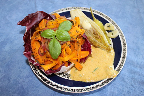 Oriental style carrot salad on radicchio with fried witloof, pepperoni, garlic and a curry dip