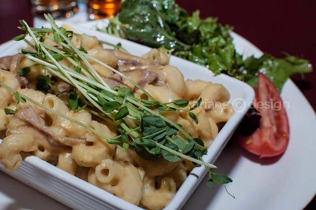 Dinner at The Woods Ale House: Duck confit mac 'n' cheese