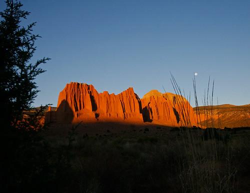 15fav usa sunrise landscape utah sandstone fullmoon capitolreef cathedralvalley instantfave colorphotoaward betterthangood ashotadayorso orig:file=20121001eos30d22830
