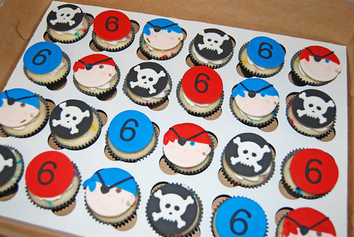 6th birthday pirate themed cupcakes