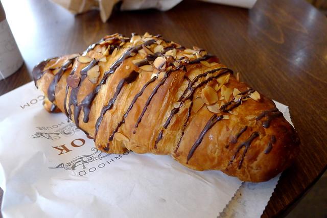 chocolate & almond croissant