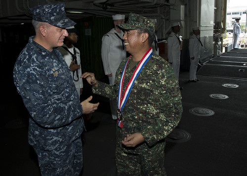 Capt. Daniel Dusek, commanding officer of USS Bonhomme Richard (LHD 6), welcomes aboard Vice Adm. Alexander P. Pama