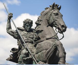 Памятник-фонтан «Георгий Победоносец» на Комсомольской площади. Фрагмент (Monument-fountain «Saint George» on Komsomolskaya Square. Fragment)